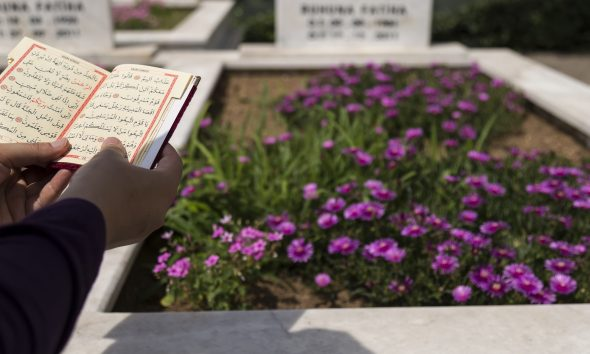 Quran at graveyard, woman attend burial