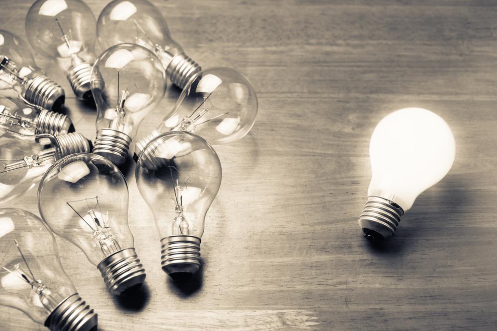 Lightbulb glows will other lightbulbs dont
